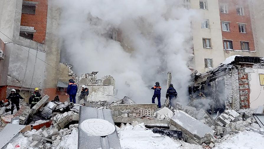На месте взрыва газа на цокольном этаже девятиэтажного жилого дома на Мещерском бульваре Канавинского района в Нижнем Новгороде, 26 февраля 2021 года