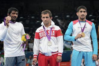 Бесик Кудухов (второй слева)