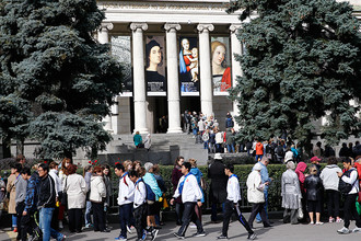 Очередь на выставку Рафаэля в музее изобразительных искусств имени А.С. Пушкина