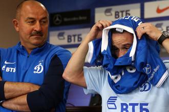 Главный тренер ФК «Динамо» Станислав Черчесов и новый игрок «Динамо» Матье Вальбуэна, 2014 год