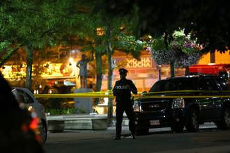 Полицейское оцепление на месте стрельбы в канадском Торонто, 22 июля 2018 года