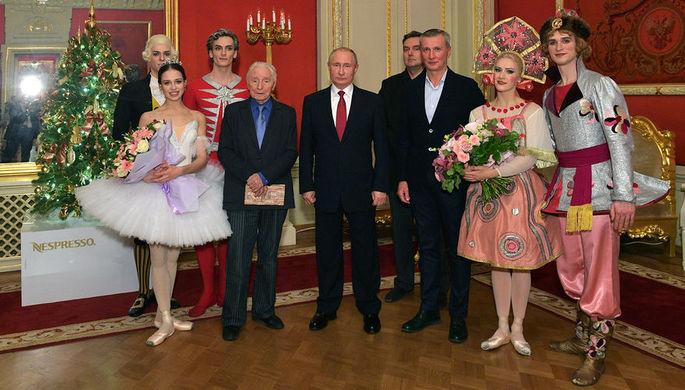 Президент России Владимир Путин с артистами балета «Щелкунчик», 27 декабря 2018 года
