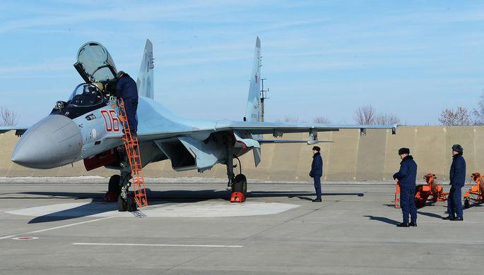 Многоцелевой сверхманевренный истребитель поколения 4++ Су-35С бортовой номер 06 готовится к учебно-тренировочному полету.
