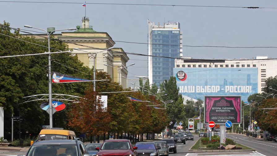 «Донбасс сделал выбор»: над Донецком подняли российский флаг