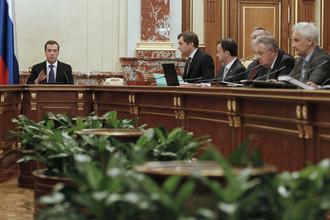 В случае нового кризиса спасать экономику предстоит правительству Медведева