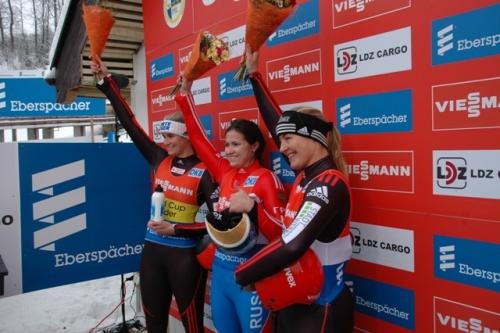 Наталья Иванова (посередине) принимает поздравления с победой в Сигулде