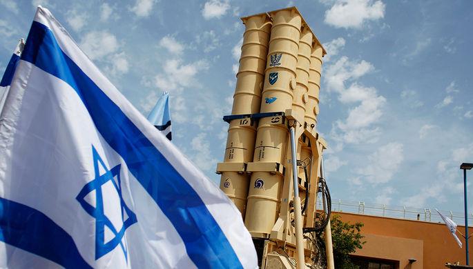 Израильский противоракетный комплекс Arrow 2 во время презентации для журналистов на военной базе...