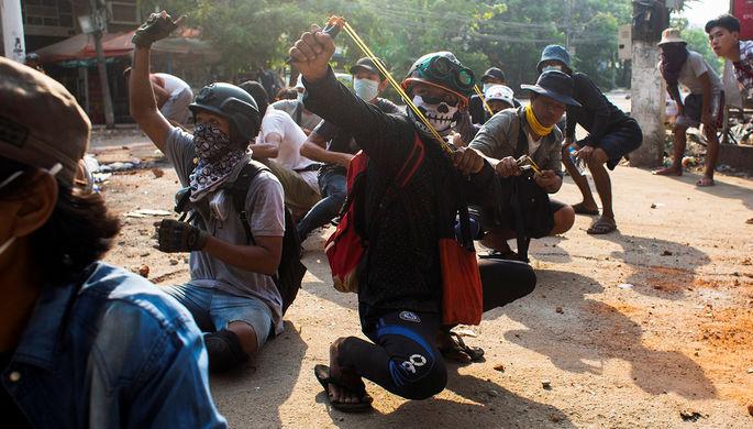 На протестах в Мьянме погибли дети. Запад вводит санкции