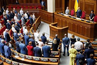«Удивлены и разочарованы»: Рада отвергла первый закон Зеленского