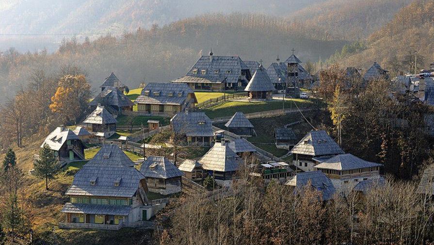 Деревня Эмира Кустурицы в Сербии — Дрвенград