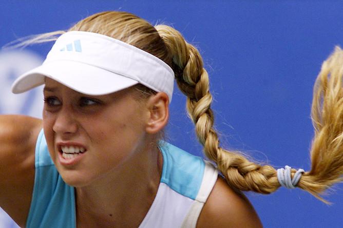 Анна Курникова во время игры, 2002 год