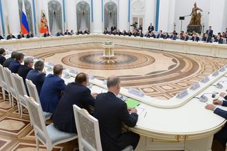 Президент России Владимир Путин во время встречи с представителями российских деловых кругов и объединений в Кремле, 21 декабря 2017 года