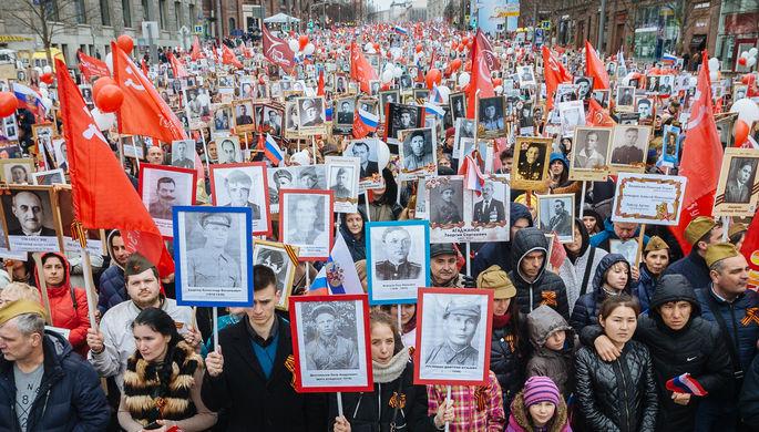 Участники шествия «Бессмертный полк» в честь 71-й годовщины Победы в Великой Отечественной войне 1941-1945 годов в Минске, 2016 год