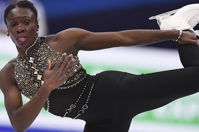 Маэ Беренис Мейте (Франция) выступает в короткой программе женского одиночного катания на чемпионате Европы по фигурному катанию в Москве, 18 января 2018 года