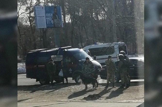 На месте стрельбы в колледже в центре Благовещенска, 14 ноября 2019 года