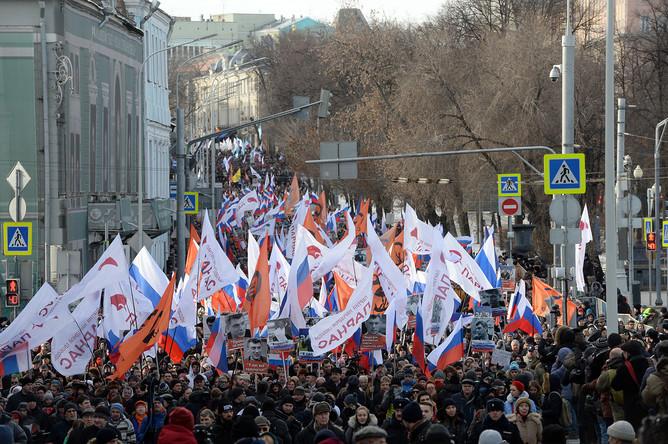 Участники «Марша памяти Бориса Немцова»