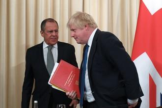 Глава МИД России Сергей Лавров и его британский коллега Борис Джонсон