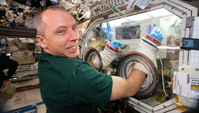 Дыра в МКС: NASA винит Землю