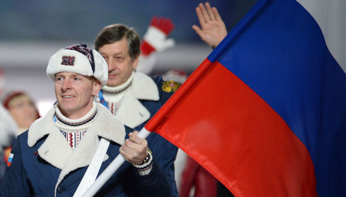 Александр Зубков (справа) и Алексей Воевода на церемонии награждения