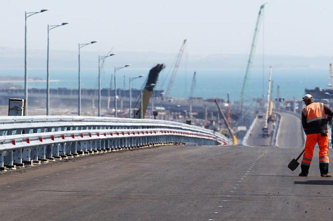 Строительство автоподходов к Крымскому мосту и со стороны Таманского полуострова, апрель 2018 года