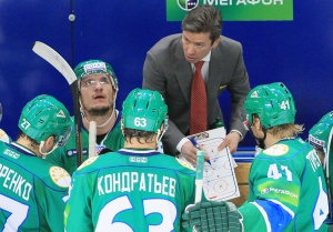 Вячеслав Быков дает установку игрокам