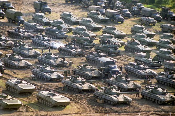 В некоторых регионах Украины началась передислокация военной техники