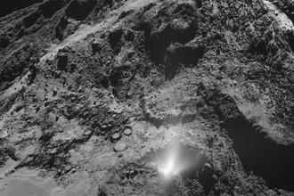 Выброс пыли на комете Чурюмова-Герасименко, снятый аппаратом «Розетта» 3 июля 2016