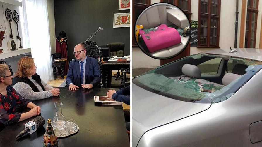 Мэр Гданьска Павел Адамович на встрече с россиянами, чью машину закидали камнями (слева) и...