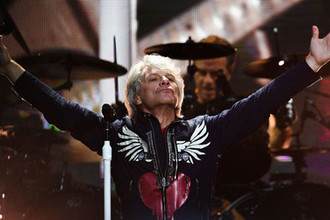 Вокалист американской группы Bon Jovi Джон Бон Джови выступает на концерте на стадионе «Лужники» в Москве, 31 мая 2019 года