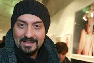 Кирилл Серебренников на открытии выставки британского фотографа Джона Ранкина Уодделла Visually Hungry в галерее «Победа», 20 февраля 2008 года