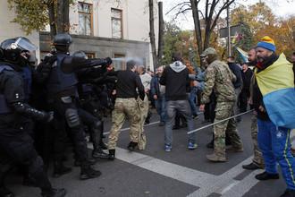 Столкновения между полицией и участниками оппозиционной акции около Верховной рады Украины в Киеве, 18 октября 2017 года