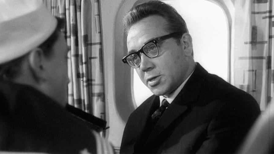 Иосиф Конопацкий в кадре из фильма «713-й просит посадку»