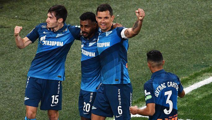 Игроки «Зенита» празднуют гол в матче с «Химками»