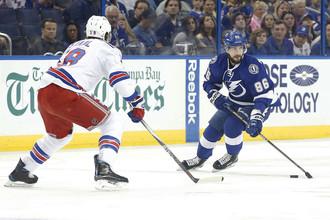 Форвард «Тампа-Бэй Лайтнинг» Никита Кучеров в матче против «Вашингтон Кэпиталз» забросил свою сотую шайбу в НХЛ