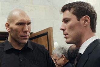 Марат Сафин (справа) и Николай Валуев обсуждают государственные дела