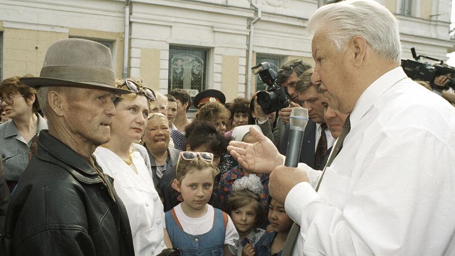 Президент России Борис Ельцин во время рабочей поездки в Омск, 17 мая 1996 года