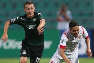 Марсиньо (справа) принес «Уфе» победу над «Краснодаром» в матче чемпионата России по футболу