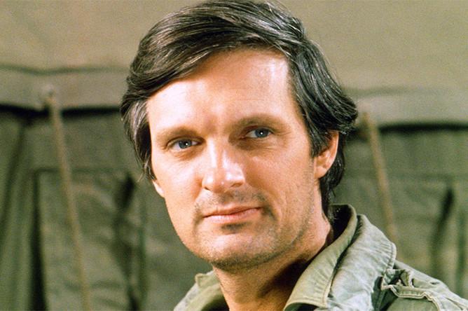 Роль Ястребиного Глаза Пирса в сериале «МЭШ» (1972–1983) принесла актеру четыре премии «Эмми» и шесть «Золотых глобусов»