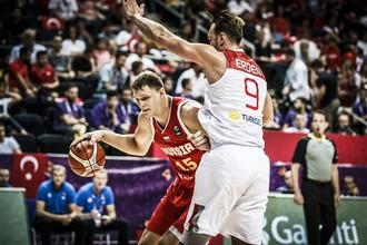 Тимофей Мозгов во время матча со сборной Турции на Евробаскете-2017