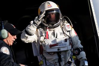 Феликс Баумгартнер в скафандре перед прыжком, 14 октября 2012