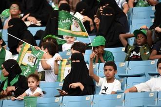 Саудовская женщина на матче чемпионата страны
