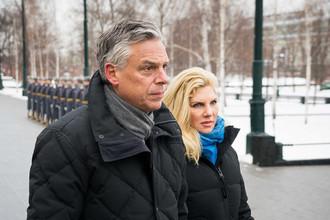 Посол СШАвРФДжон Хантсман cсупругой Мэри Кэй в Александровском саду в Москве, 27 января 2018