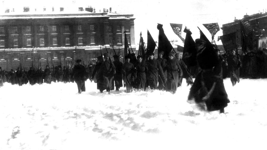 Первый парад частей Рабоче-Крестьянской Красной Армии на Дворцовой площади Петрограда, 23 февраля...