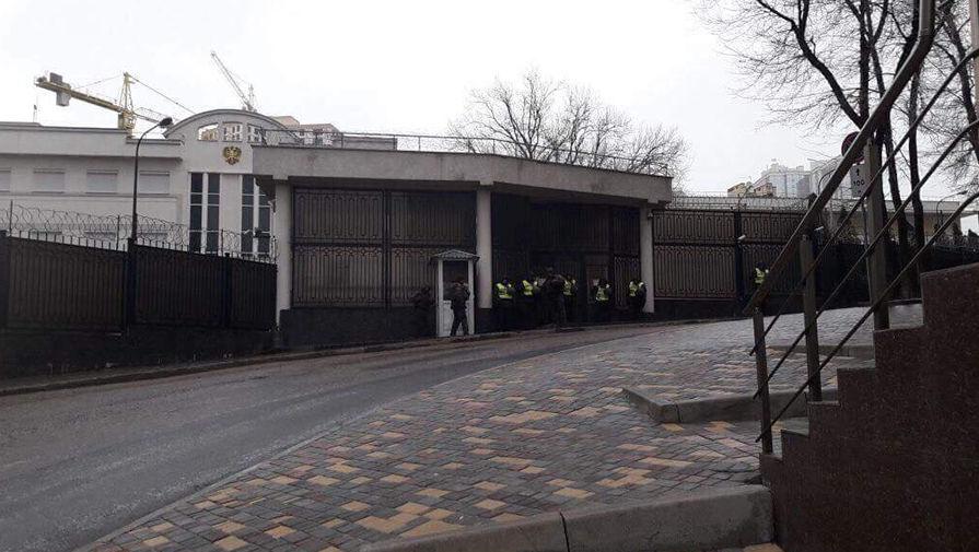 Радикалы у посольства России в Украине, 18 марта 2018 года