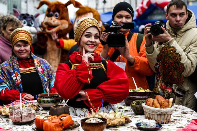 Во время ярмарки достижений народного хозяйства «52 района 52-го региона» в рамках мероприятий в День народного единства в Нижнем Новгороде, 4 ноября 2018 года