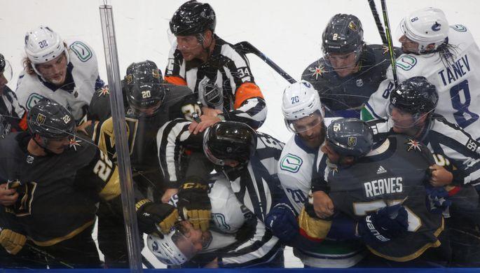 Кучеров без очков, Овечкин — без тренера: обзор дня в НХЛ