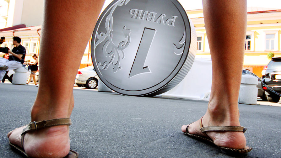 Праздничное падение: рубль готовится к первомаю