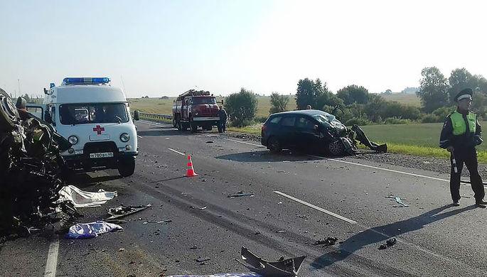 На месте аварии с участием микроавтобуса в Калужской области, 4 августа 2018 года