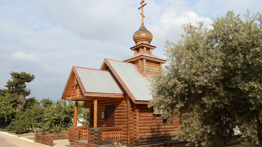 Этот храм в разобранном виде привезли с Урала и собрали уже в Тартусе. Он открыт круглосуточно