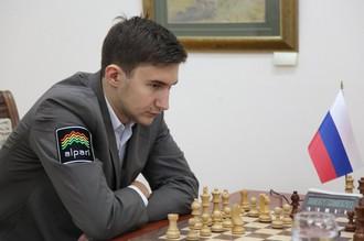Россиянин Сергей Карякин в матче с соотечественником Александром Морозевичем